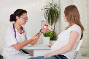 Слизь в моче при беременности: норма и патология