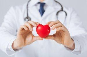 При помощи УЗИ врач оценивает морфологию и функциональные особенности сердца