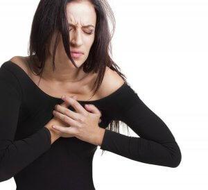При фибрилляции сердце перестает выполнять свои насосные функции