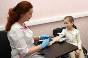 Кровь на анализ нужно сдать из локтевой вены
