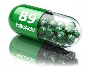При дефиците витамина в организме назначают витаминные комплексы, содержащие фолиевую кислоту