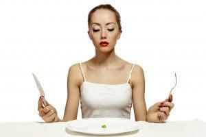 Несбалансированное питание и вредные привычки могут стать причиной дефицита витамина