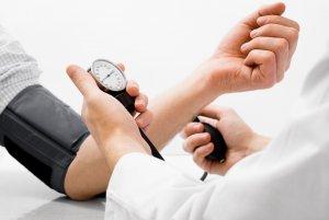 Гипертонический и гипотонический тип характеризуется нарушениями артериального давления