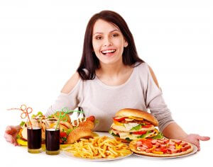 Повышенный уровень холестерина может быть вызван неправильным питанием